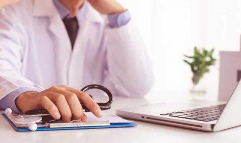 L'importance d'une permanence téléphonique médicale pour conseiller les personnes, dépister le coronavirus, et empêcher l'engorgement des systèmes de communications des autorités de santé.